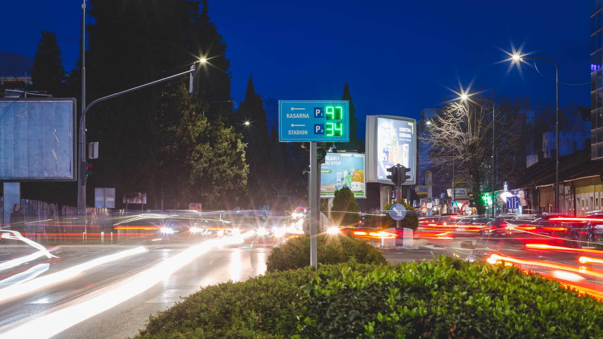 Info LED table postavljene na Bulevaru Ivana Crnojevića